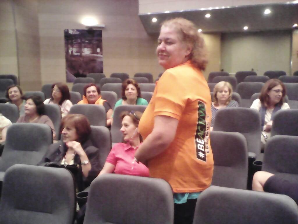 Φωτογραφία από την εκδήλωση στην οποία κληρώθηκαν 5 συμμετέχοντες που κέρδισαν από ένα συλλεκτικό μπλουζάκι του #BEACTIVE!